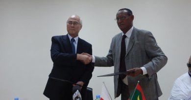 Ambassade de Japon : Reportage de la Cérémonie de signature de contrat pour l'aménagement de l'école 1 de Ouad Naga