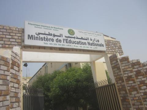 Les enseignants prestataires de services rejettent le contrat du ministère
